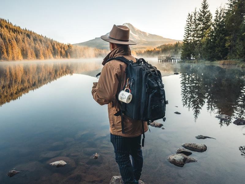 Áo khoác leo núi loại nào tốt? Bí quyết lựa chọn áo khoác leo núi một cách thông minh