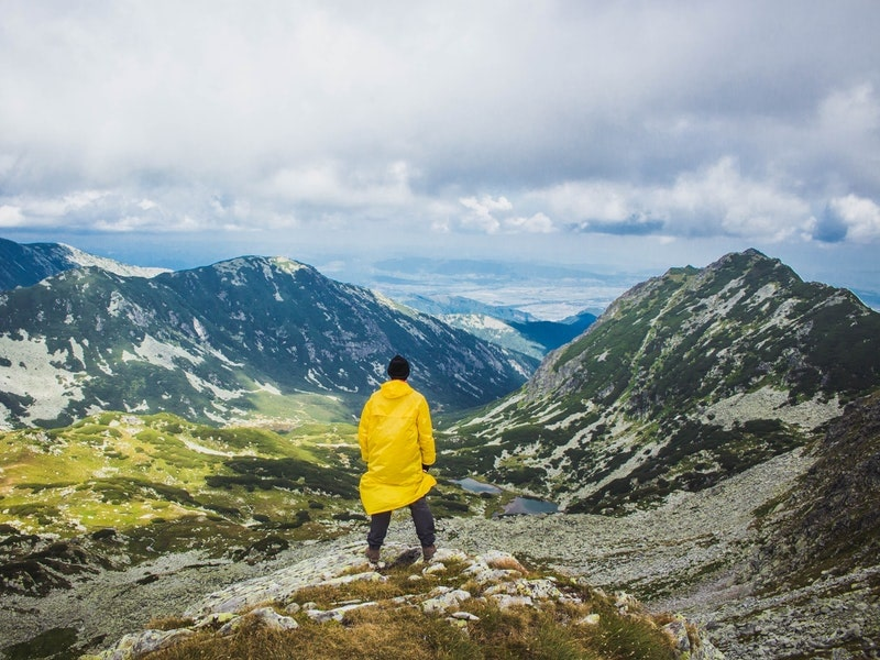 Cách lựa chọn áo khoác đi mưa chống thấm dành cho dân leo núi