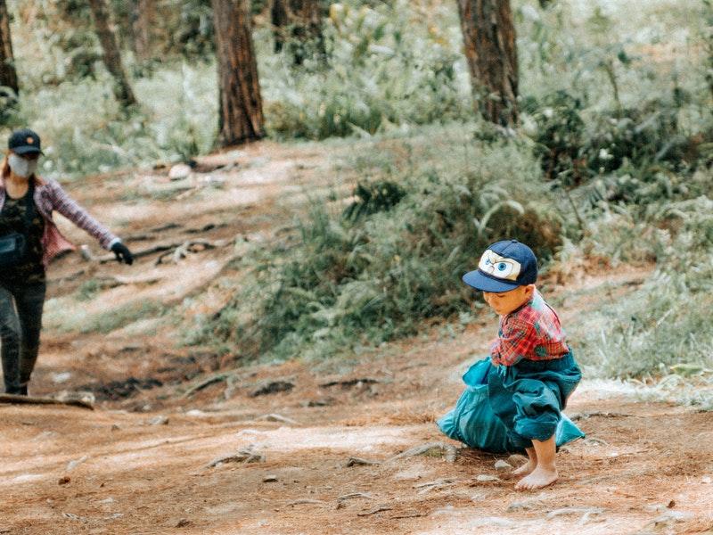 đi bộ đường dài cùng trẻ