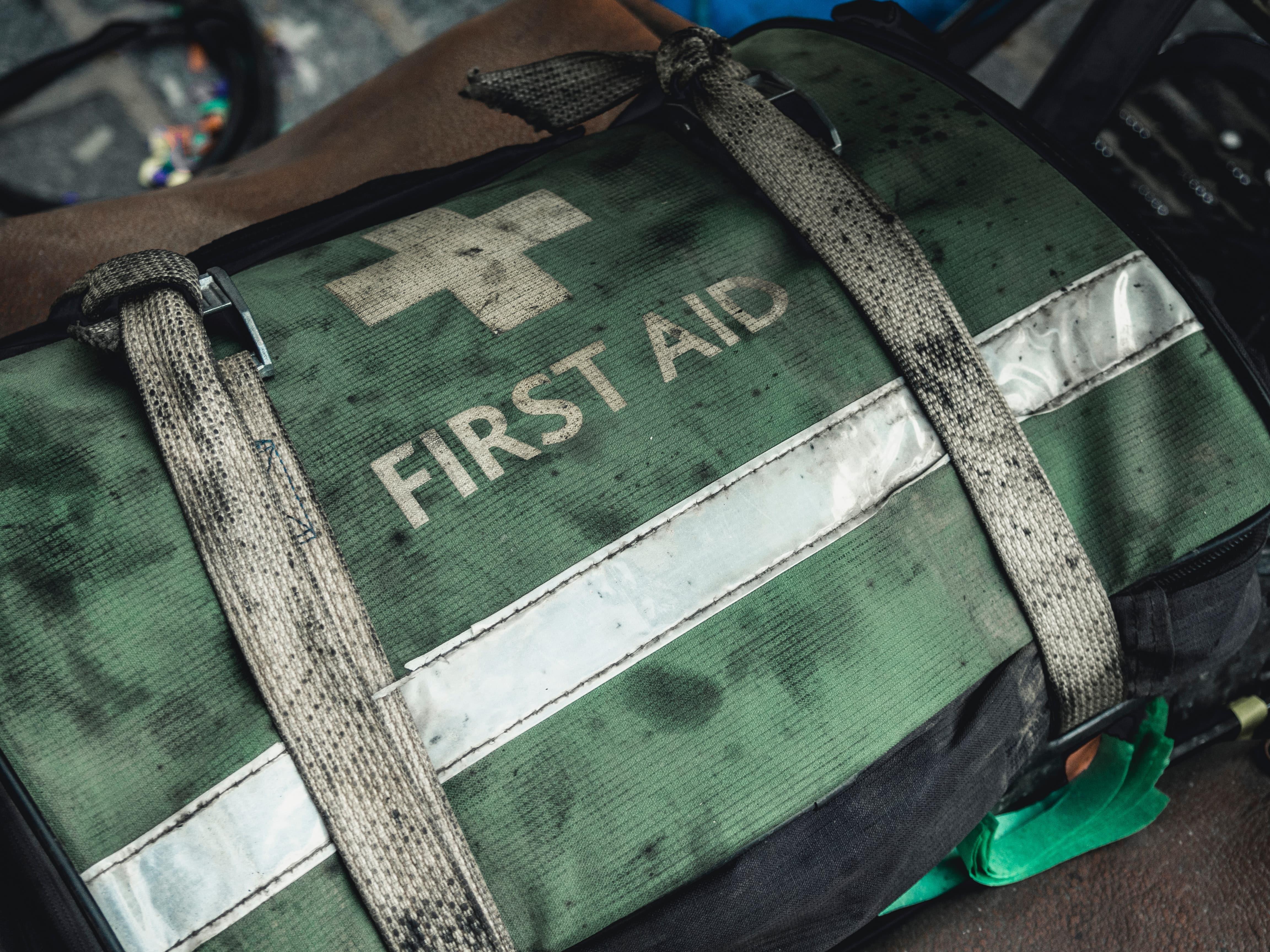 first aid kit nghĩa là gì