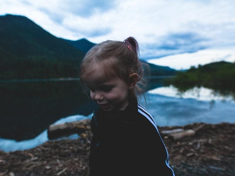 leo núi trẻ em